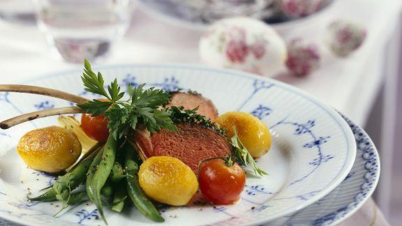 Rezept: Lammchops mit Kartoffeln, Bohnengemüse und Tomaten