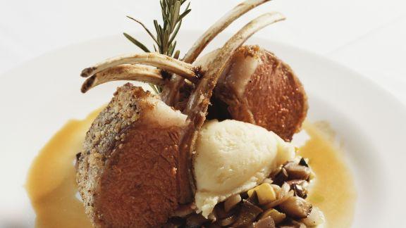Rezept: Lammkoteletts mit Kartoffelbrei und Gemüse