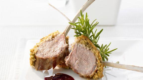 Rezept: Lammkoteletts mit Kräuterhaube