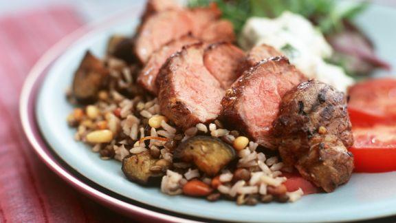 Rezept: Lammrücken vom Grill mit Gemüsereis