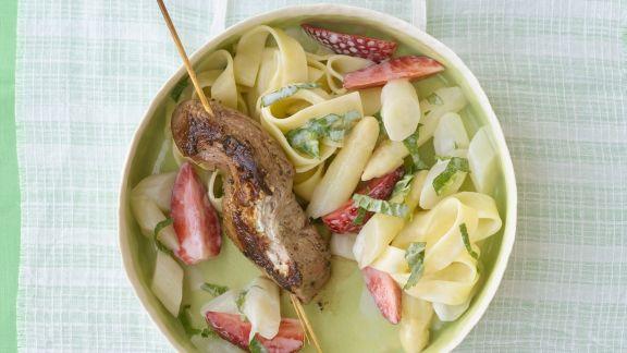 Rezept: Lammspieße mit Spargel-Erdbeer-Gemüse
