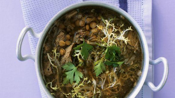 Rezept: Lammsuppe mit Friseesalat