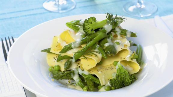 Rezept: Lasagneblätter mit Frühlingsgemüse und holländischer Soße