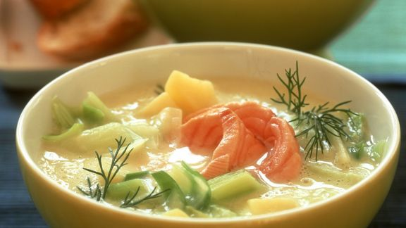 Rezept: Lauchsuppe mit Kartoffel und Lachsfilet