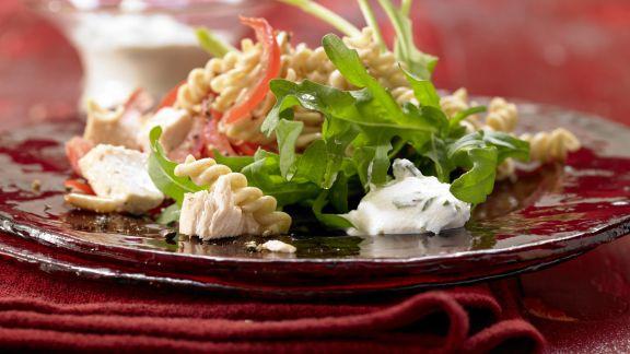 lauwarmer h hnchen nudel salat rezept eat smarter. Black Bedroom Furniture Sets. Home Design Ideas
