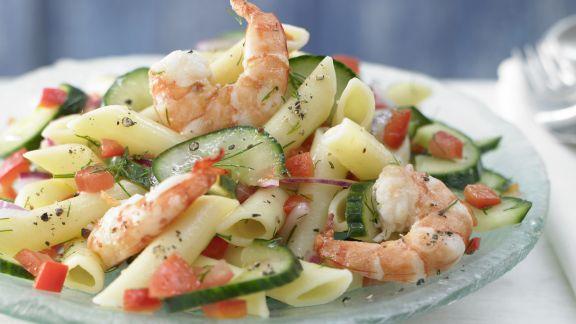 Rezept: Lauwarmer Nudel-Gurken-Salat