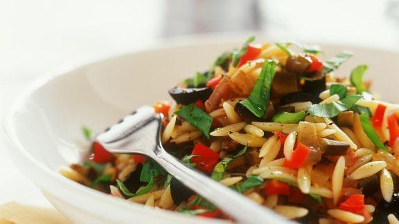 Rezept: Lauwarmer Reisnudelsalat mit Gemüse