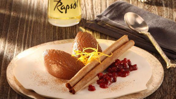 Rezept: Lebkuchenmousse mit Vanille-Preiselbeeren