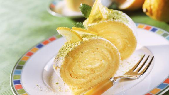 Rezept: Leichte Zitronen-Biskuitroulade