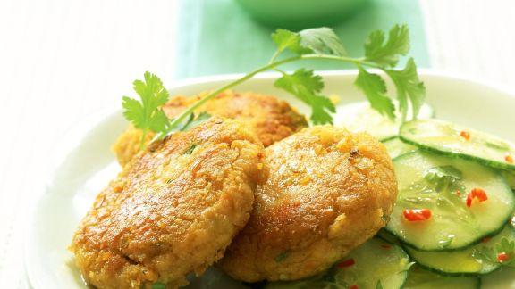 Rezept: Linsen-Ingwer-Frikadellen mit Gurkensalat