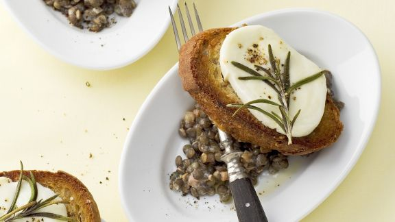 Rezept: Linsensalat und Röstbrot mit Mozzarella