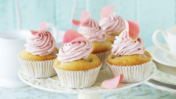 Rezept: Litschi-Cupcake mit Rosencreme