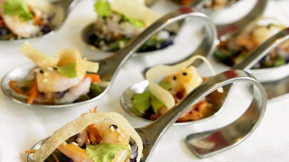 Rezept: Löffelhäppchen mit Garnelen und Gemüse