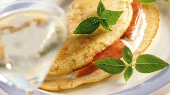 Rezept: Luftiges Omelett mit geräuchertem Lachs