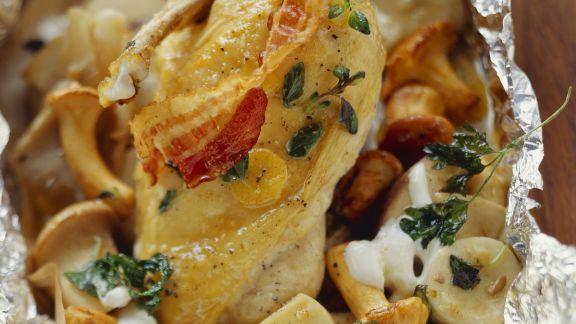 Rezept: Maishähnchen mit Pilzen und Kartoffeln in der Folie gebacken