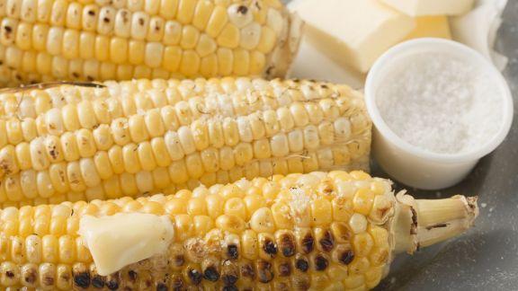 Rezept: Maiskolben vom Grill mit Salz und Butter