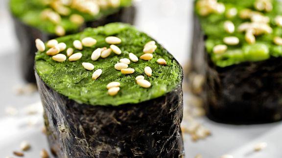 Rezept: Maki mit Sesam und Spinat