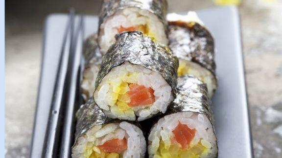 Rezept: Maki-Sushi mit Kürbis und Wildlachs