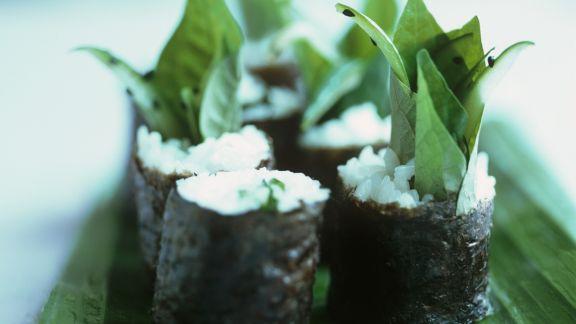 Rezept: Maki-Sushi mit süßem Basilikum
