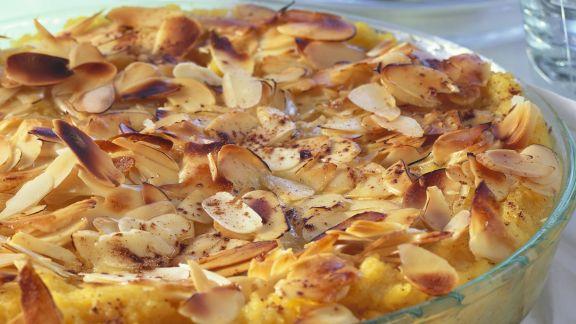 Rezept: Mandel-Polenta mit Pflaumen
