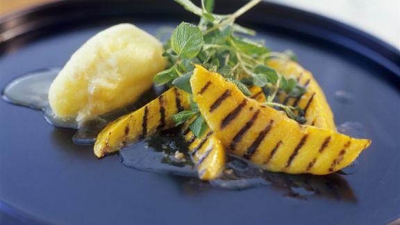 Rezept: Mango-Sorbet mit Grill-Mango