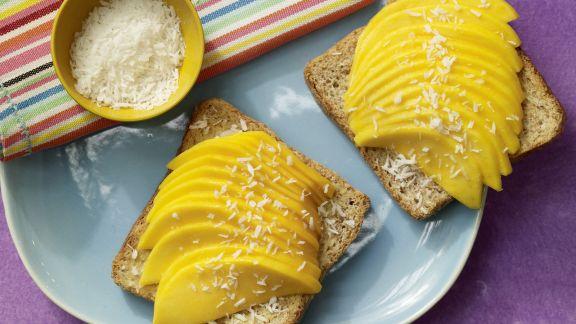 Rezept: Mango-Toast mit Kokosraspeln