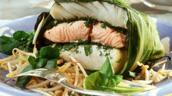 Rezept: Mangoldpäckchen mit dreierlei Fisch