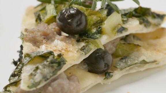 Rezept: Mangoldpizza mit Thunfisch und Oliven