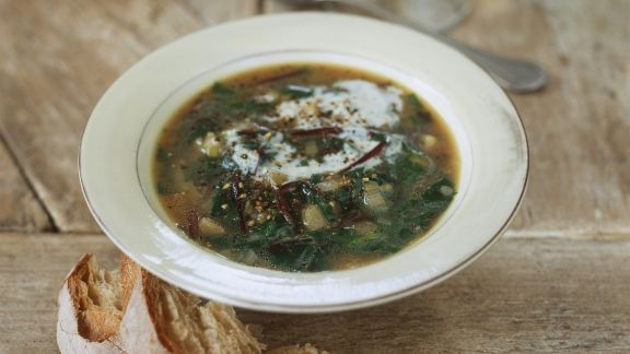 Rezept: Mangoldsuppe mit Sauerrahm