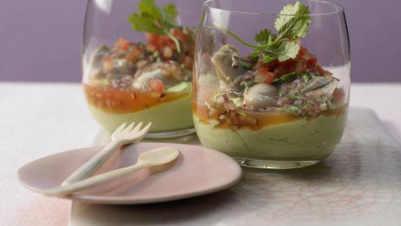Rezept: Marinierte Austern auf Avocadocreme