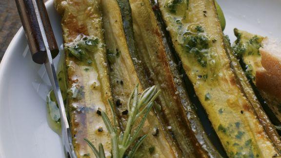 Rezept: Marinierte Zucchini mit Rosmarin