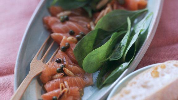 Rezept: Marinierter Lachs mit frischem Spinat