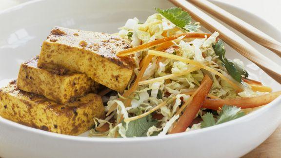 Rezept: Marinierter Tofu mit Chinakohlsalat