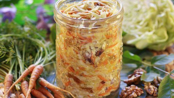 Rezept: Marinierter Weißkohl mit Karotten