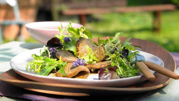 Rezept: Mariniertes Rinderfilet auf Blattsalat