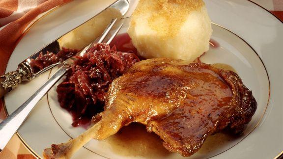 Rezept: Martinsgans mit Rotkraut und Kartoffelkloß