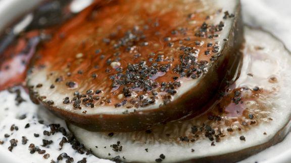 Rezept: Marzipancreme mit Mohn und Feigen