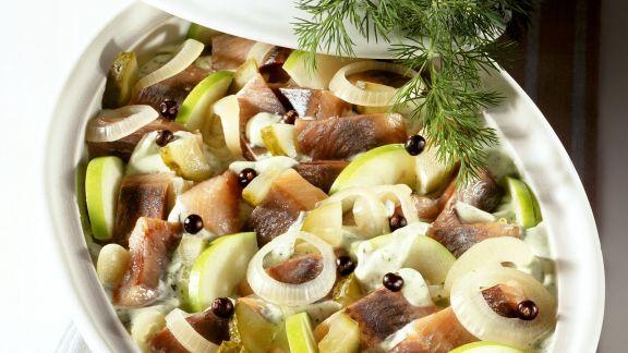 Rezept: Matjes-Apfel-Topf mit Zwiebeln