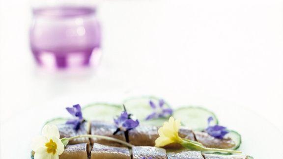 Rezept: Matjes auf Gurkenscheiben
