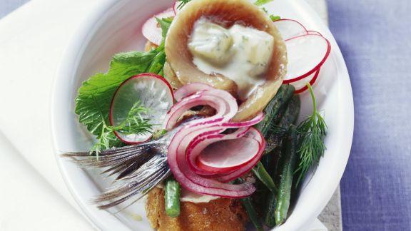 Rezept: Matjes mit Senfgurken und Bohnengemüse