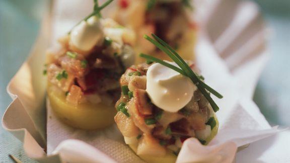 Rezept: Matjeshäckerle auf geschnittenen Kartoffeln