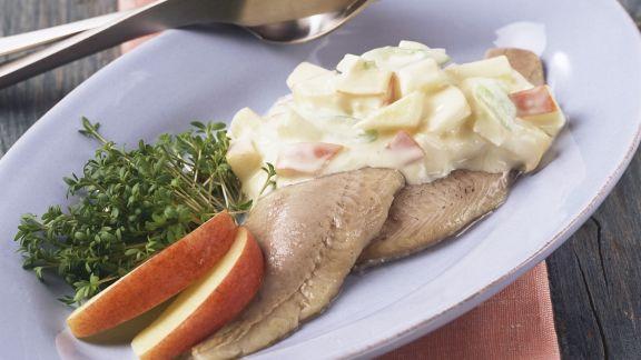 Rezept: Matjeshering mit Zwiebel-Apfel-Sauce