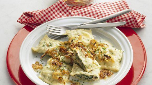 Rezept: Maultaschen mit Zwiebeln dazu Blattsalat