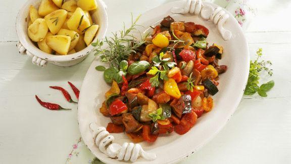 Rezept: Mediterranes Gemüseragout mit Rosmarinkartoffeln