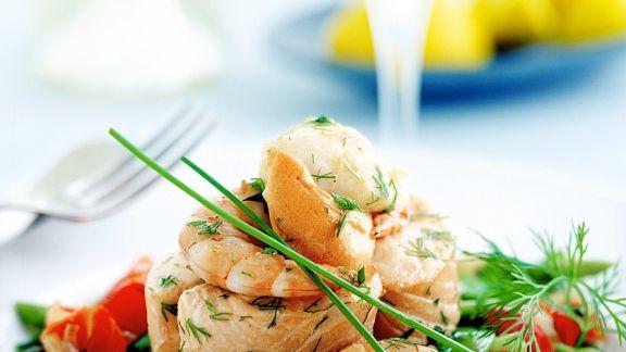 Rezept: Meeresfrüchte auf Spargel-Tomatensalat
