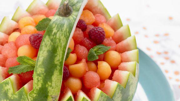 Rezept: Melonenkügelchen in der Melone