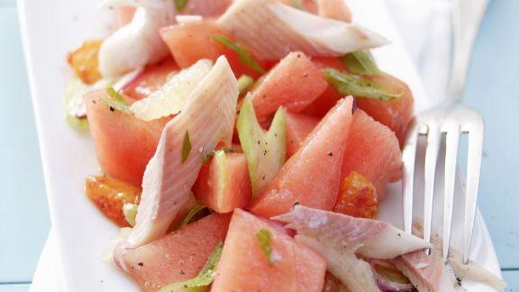 Rezept: Melonensalat mit geräucherter Forelle