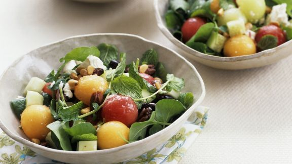 Rezept: Melonensalat mit Kräutern und Mozzarella