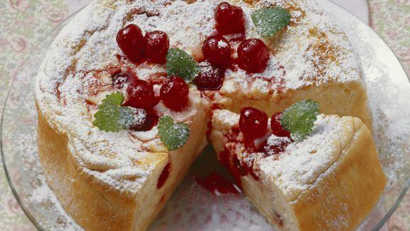 Rezept: Milchreiskuchen mit Amarena-Kirschen