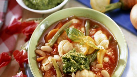 Rezept: Minestrone mit grünem Pesto